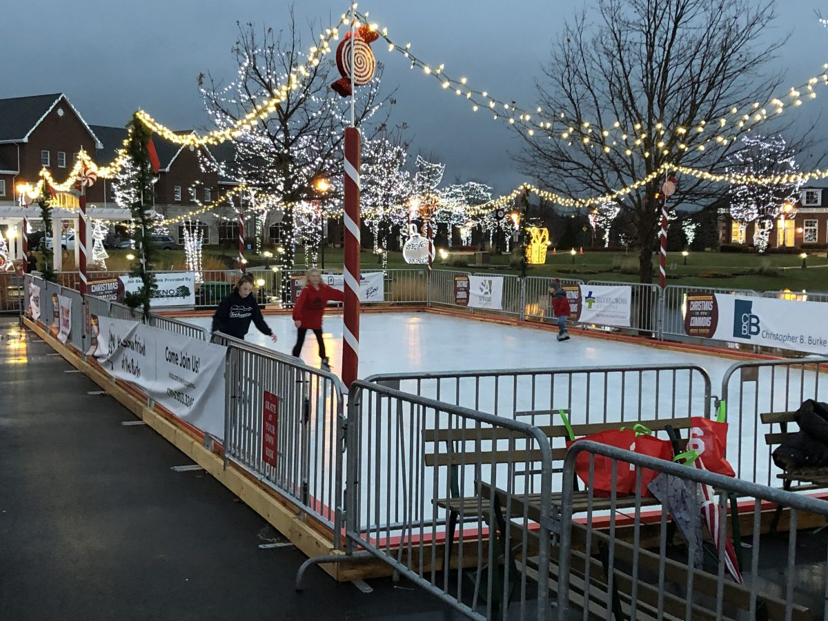 Christmas Village Ice Skating Rink.Ice Skating Christmas In The Commons New Lenox Community Park